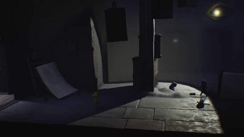 リトルナイトメアの監視の光